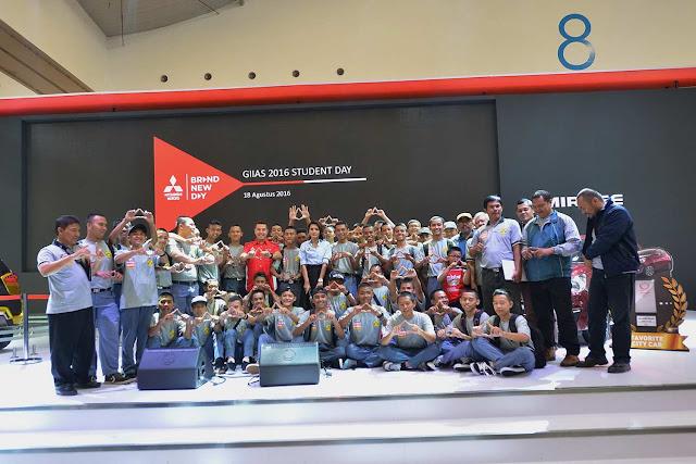 Serunya Acara Student Day di Booth Mitsubishi Motors