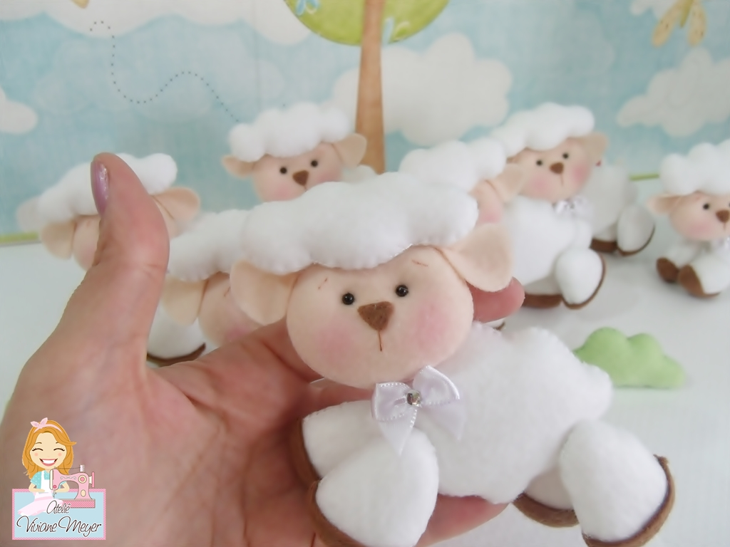 Ateliê Viviane Meyer Decoração de ovelhinha para quarto de bebê