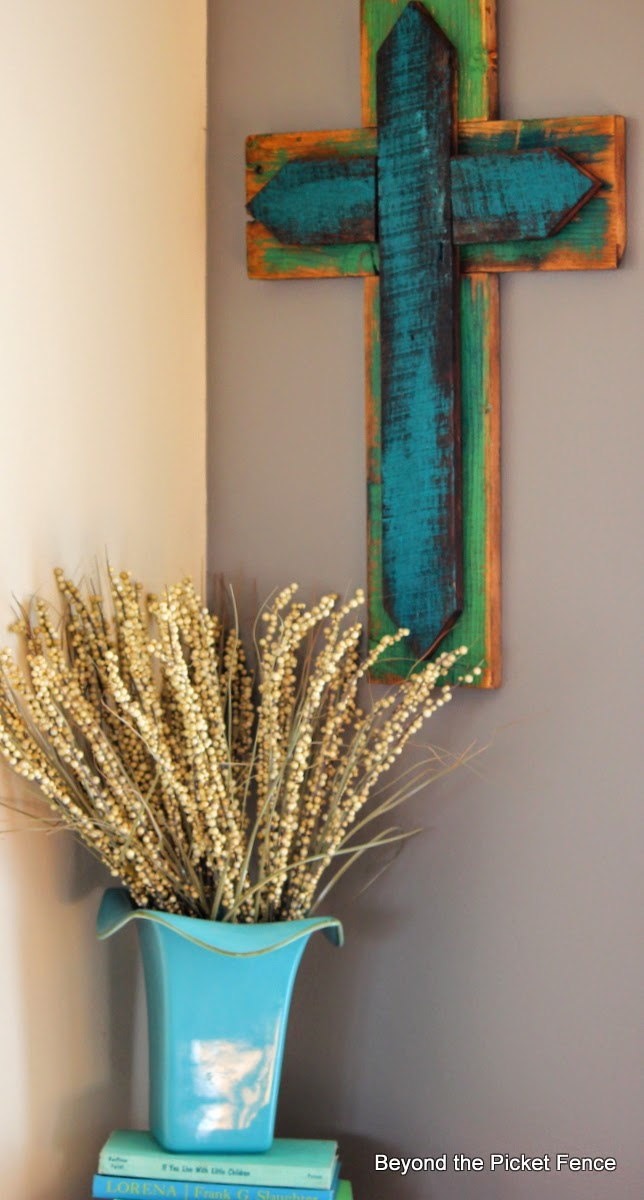 reclaimed wood cross http://bec4-beyondthepicketfence.blogspot.com/2014/04/scrap-wood-cross.html