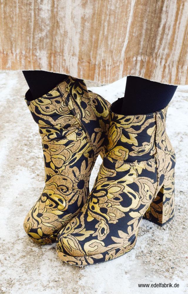Brokat Bootis in schwarz und gold von River Island