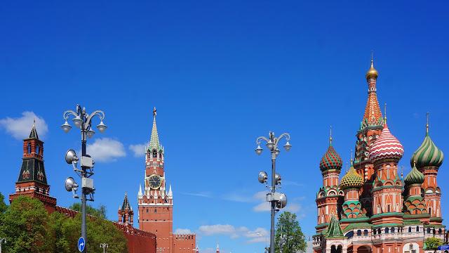 Фото Константино-Еленинской и Спасской башен Кремля и Храм Василия Блаженного