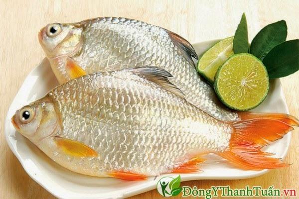 cá diếc hầm chữa bệnh đau dạ dày