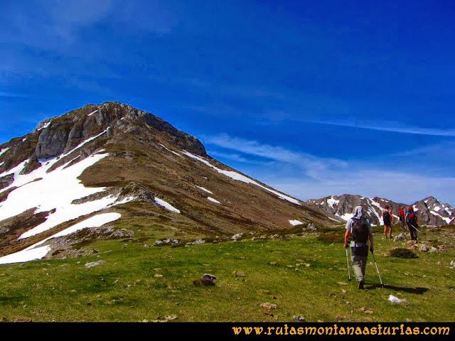 Ruta Farrapona, Albos, Calabazosa: Camino al Albo Occidental por la arista o cara sur