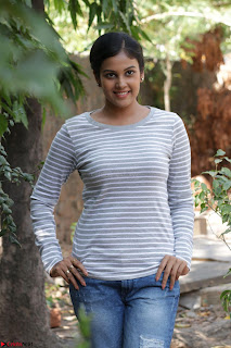 Actress Chandini in ed Tight Top at Ennodu Yilayadu tamil movie press meet ~  46.jpg