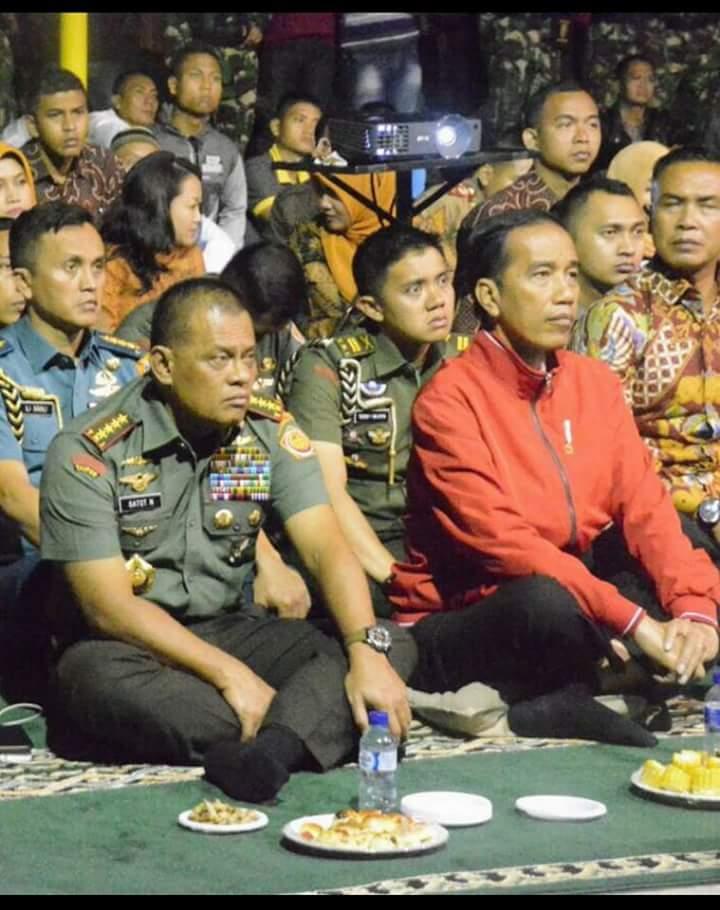 Jas Merah Jokowi Pertanda Panggung Panglima TNI Jenderal Gatot Selesai