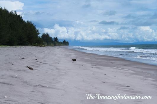 Pantai Gondoriah tempat wisata di sumatera barat