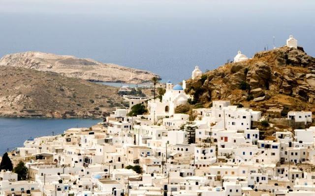 Το νησί με τις 365 εκκλησίες και τα 365 μπαρ. Υπήρξε περίοδος που όλοι οι κάτοικοί του πουλήθηκαν ως σκλάβοι. Από εκεί ήταν ο πρώτος υπουργός Παιδείας της Ελλάδας...