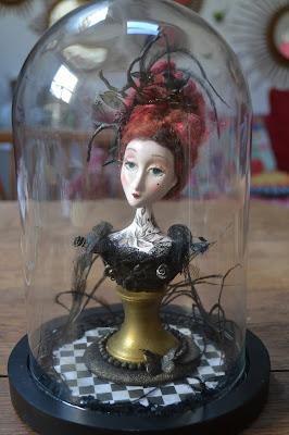 Petit buste sous globe victorien - pièce unique Cathy Vagnon