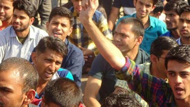 एसबीसी आरक्षण को लेकर रैबारी समाज के छात्रों ने किया विरोध प्रदर्शन।