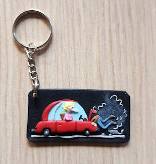 auto, samochód, car, woman, kobieta, za kierownicą, śmieszne, zabawne, funny, prezent, keychain, brelok, breloczek
