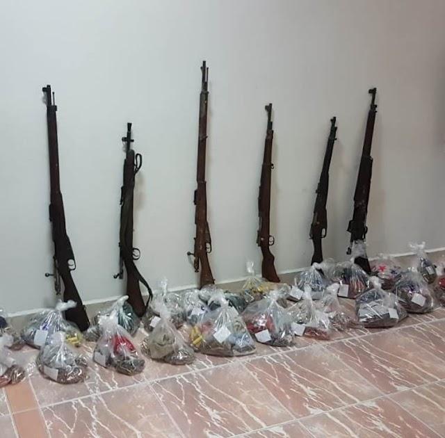 POLICÍA FEDERAL LOCALIZA SEIS ARMAS LARGAS Y CERCA DE CINCO MIL CARTUCHOS ÚTILES EN LA BATEA DE UN VEHÍCULO
