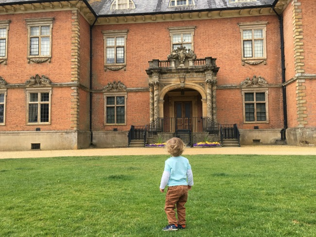 a-dalek-a-pokemon-and-a-pier-toddler-in-front-of-tredegar-house