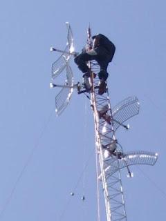 Pemasangan tower BTS