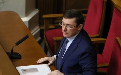 Під Луценком захиталося крісло: депутати йдуть у Конституційний суд
