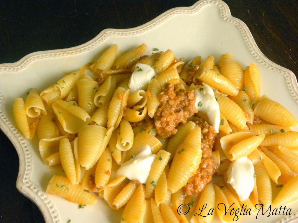 castellane con ragù di salsiccia e casatella trevigiana