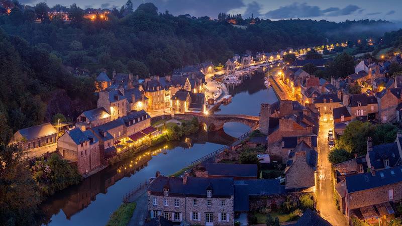 Travel through Dinan, France