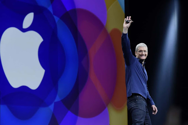 Apple becomes first US company to hit $1 trillion value