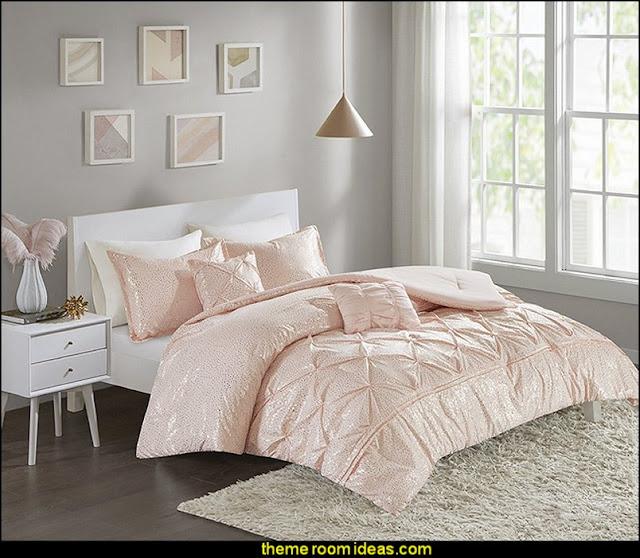 Blush Pink Pintuck Pattern Comforter