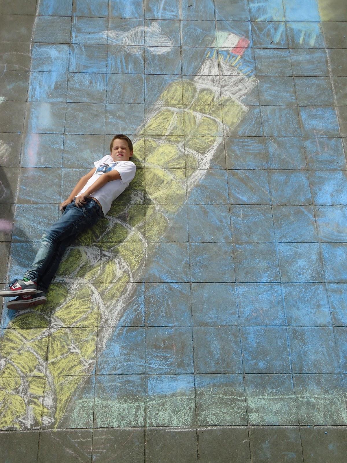 #3D6F8E23652144 De Kinderen Namen Deze Namiddag Leuke Foto's Bij Bekende Gebouwen  Van de bovenste plank Bekende Gebouwen 933 beeld 12001600933 Inspiratie