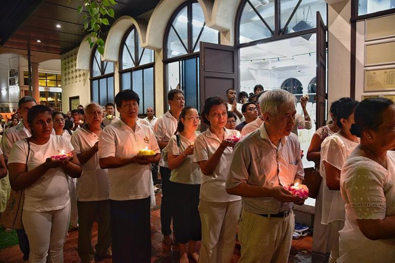 More than 500 people turned up yesterday for a memorial service at the Sri Lankaramaya Buddhist Temple in St Michael's Road for victims of the recent Sri Lanka bombings.