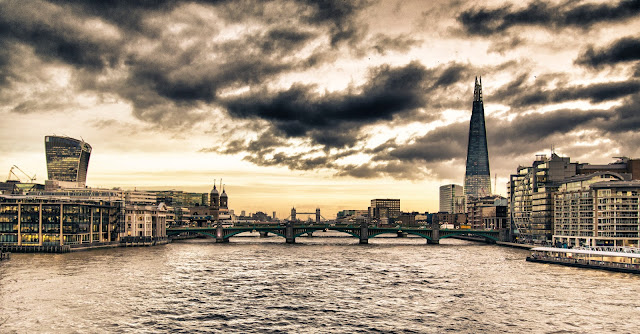 The Shard e Sky garden dal Millennium bridge-Londra