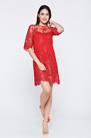 Rochie LaDonna rosie de ocazie brodata din material dantelat