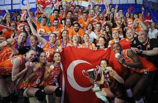dünya şampiyonu, eczabaşı, eczacıbaşı vitra, final, kulüpler dünya şampiyonası, pomi cassalmaggiore, şampiyon, türkiye vakıfbank, vitra, voleybol, voleybol kadınlar,