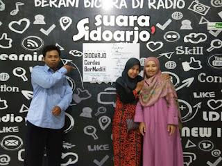 Siaran Langsung di Suara Sidoarjo : FLP Sidoarjo Berbagi Kiat Menjadi Writerpreneur