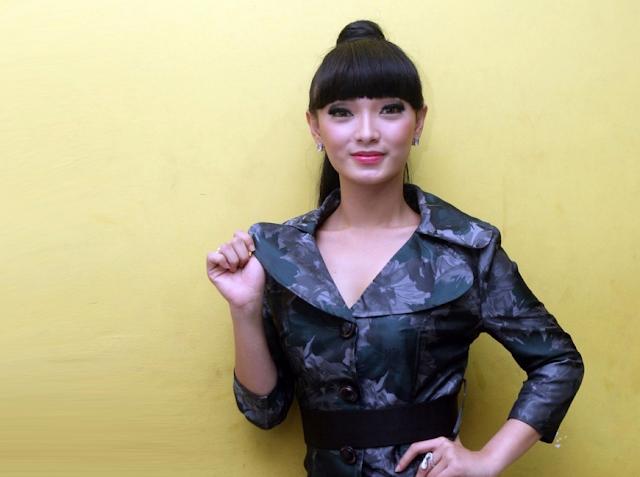 Heboh !!! Zaskia Gotik Hina Pancasila Di Acara 'Dahsyat'