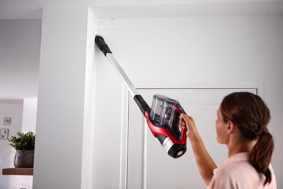 La borsa di martina pulire casa velocemente e anche nei posti pi scomodi la scopa elettrica - Come tenere pulita la casa ...
