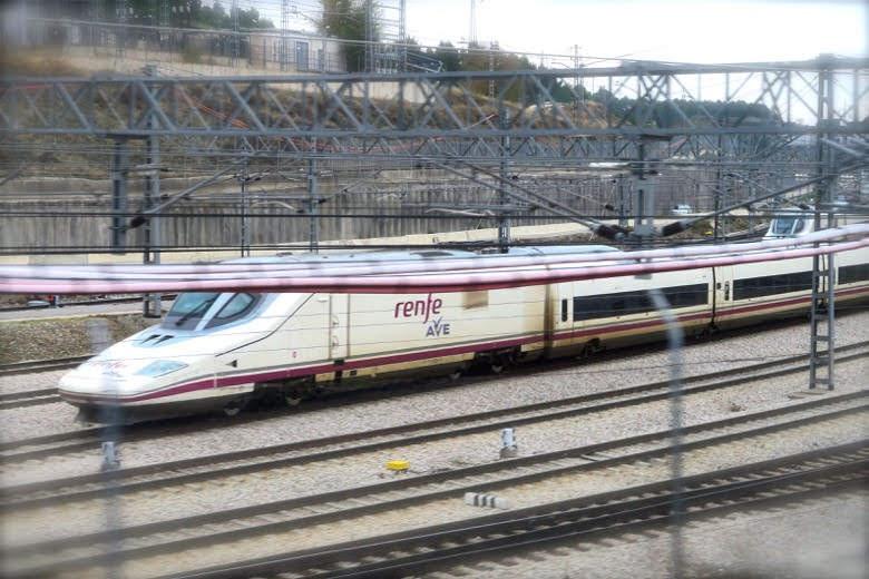 走りすぎるスペイン新幹線AVE