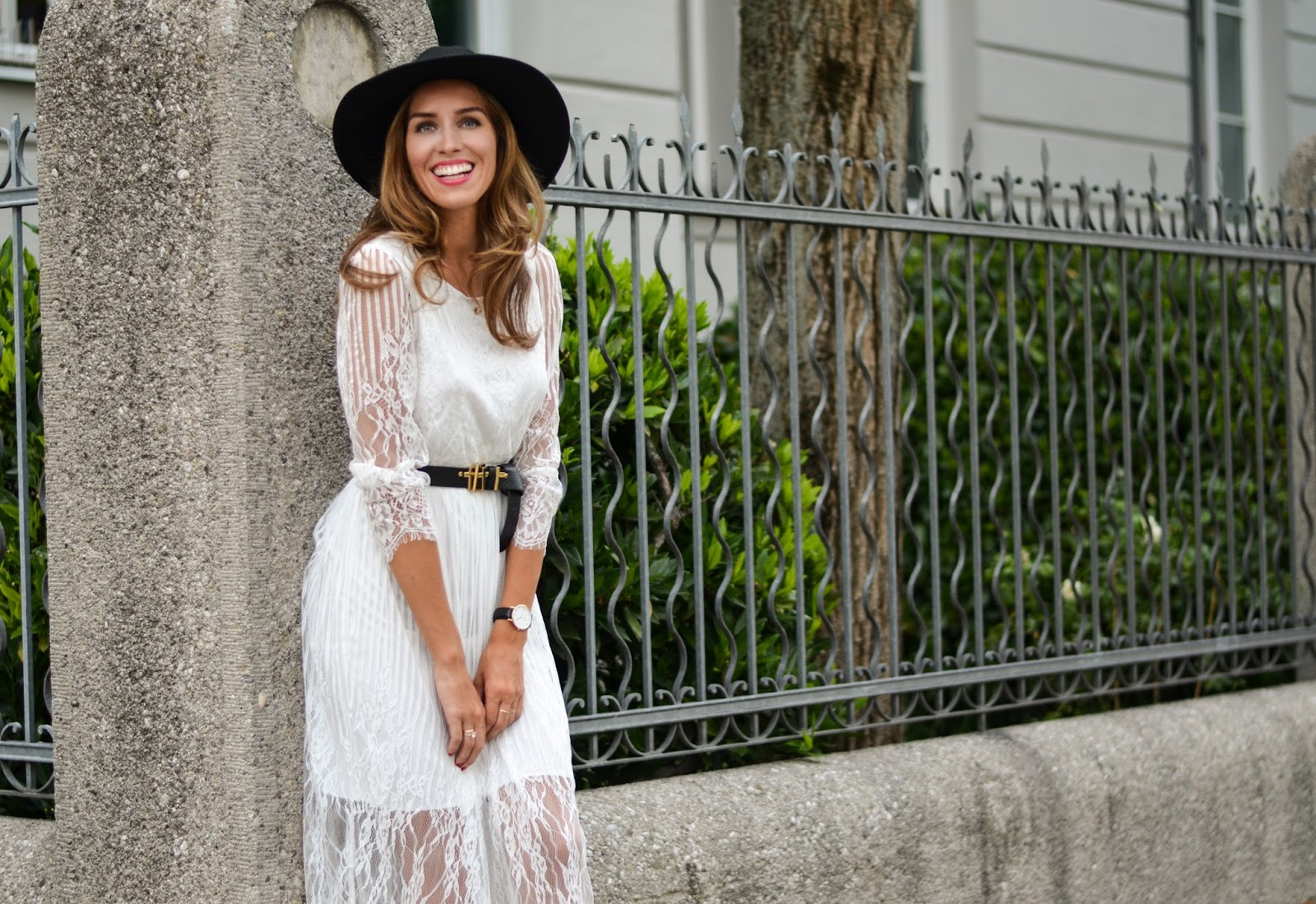 german munich fashion blogger white lace dress summer style
