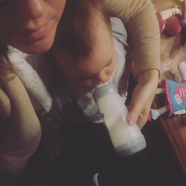 bebe biberon maman