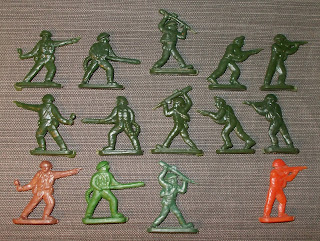 35mm Figurines; 40mm Figures; Artillery Crew; Christmas Crackers; Crescent; Crescent Khaki Infantry; Flat Figures; Gum Ball Capsule Toys; Harvey Series; Hong Kong; Hong Kong Novelty; Hong Kong Piracy; Khaki Infantry; Lone Star; Lone Star Khaki Infantry; Lone Star Paratroops; Lucky Bags; Plastic Copies; Small Scale World; smallscaleworld.blogspot.com; Vintage Plastic Figures; Vintage Toy Soldiers; Wundertüten;