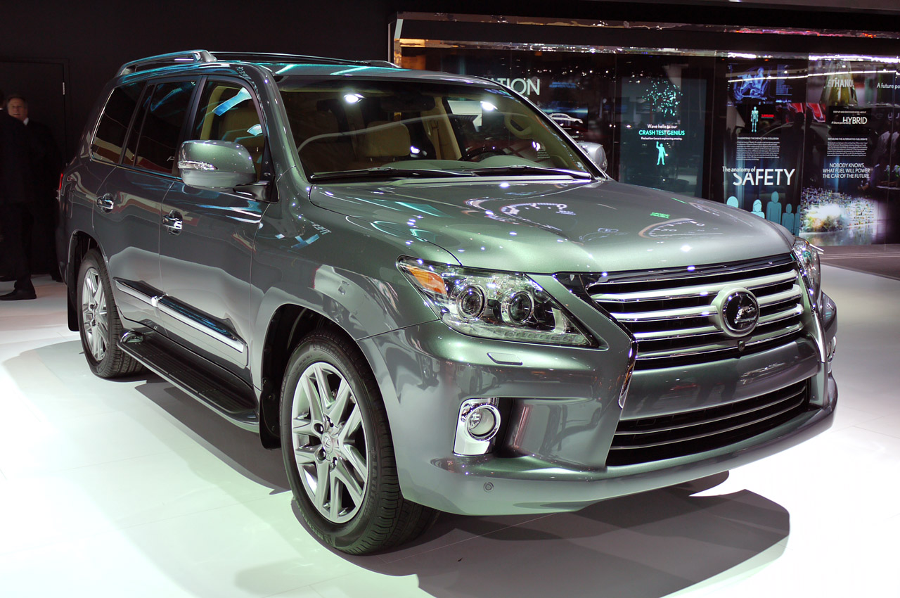 2013 FACELIFTED LEXUS LX DEBUTED