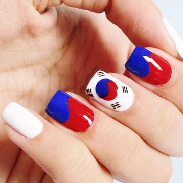 Top 10 Manicures de 2016 - Nail art da bandeira coreana para o Desafio das 31 Unhas