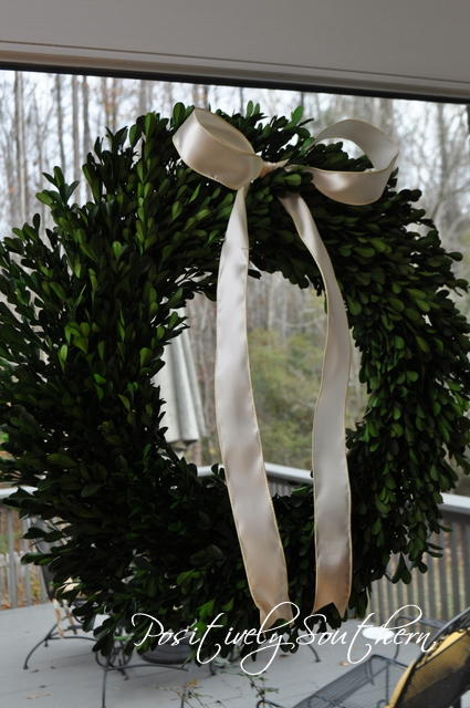 How to style a boxwood wreath.
