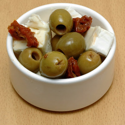 Low Carb Snacks - Page 2 Olives%2B%2Bfrench%2Bbrie%2Band%2Bsun%2Bdried%2Btoms