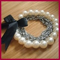 Pulsera perlas, cadenas y lazos