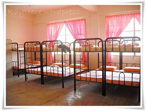 Gambar katil asrama pelajar perempuan, bilik asrama, tilam katil asrama