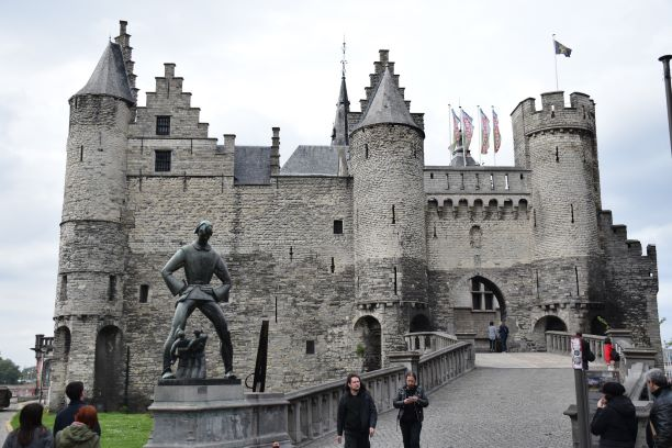 One day in Antwerp - Free things to do | Steen Castle