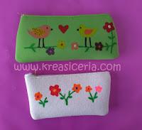 Dompet lukis yang dibuat dari kain bekas