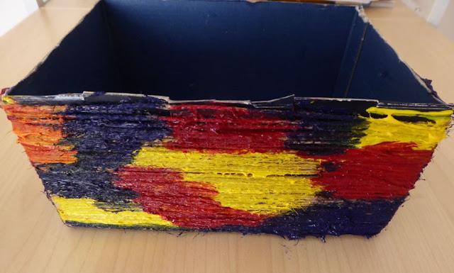 la scatola di cartone dipinta