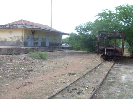 Macau que não existe mais: trem sem esperança de chegar