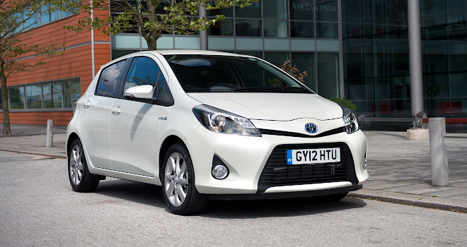 Toyota Yaris Hybrid front view