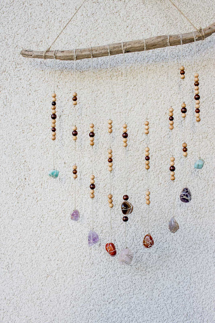 DIY Mobile aus Steinen und Treibholz | Wanddeko aus Naturmaterial basteln | Deko für den Balkon oder Garten | Upcycling Ideen für Frühling und Sommer