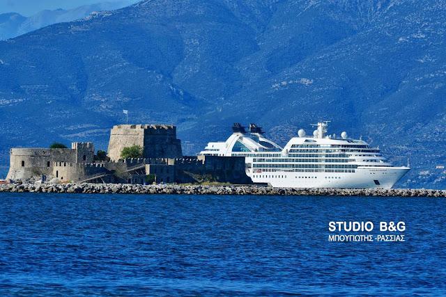 Το κρουαζιερόπλοιο Seabourn Odyssey στο Ναύπλιο (βίντεο)