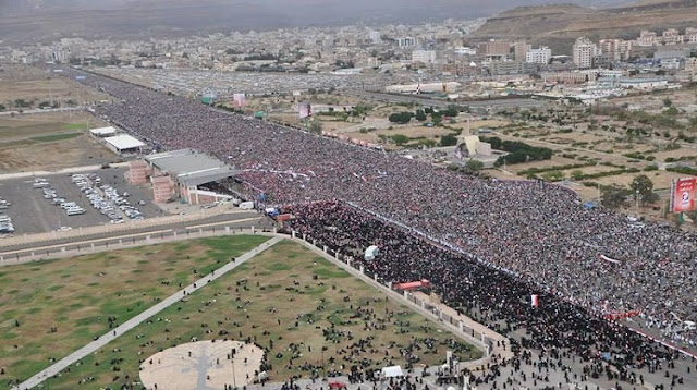 هذا مايحدث الان بميدان التحرير بالعاصمة صنعاء