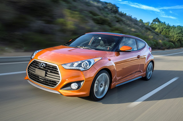 Front 3/4 view of 2017 Hyundai Veloster Turbo