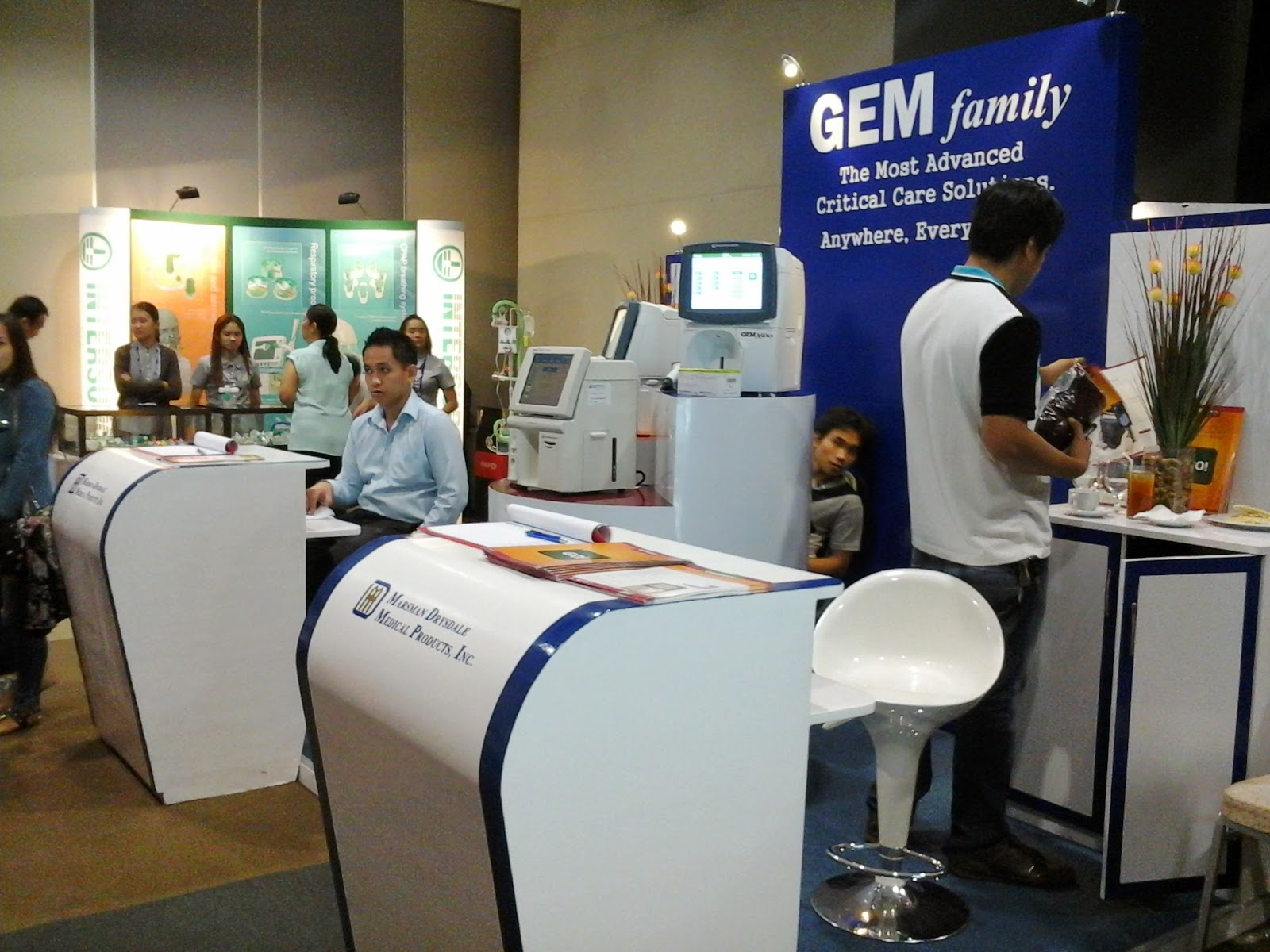 GEM Family Critical Care Exhibit Stand